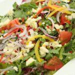 モッツァレラチーズとトマトのグリーンサラダ